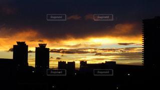 大都会東京に陽が沈む実に美しき夕暮れのシーンの写真・画像素材[2863753]