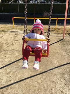 子ども,公園,ピンク,帽子,ブランコ,女の子,楽しい,人物,人,笑顔,幼児