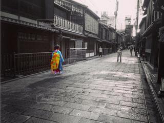 通りを歩いている人 - No.1253620