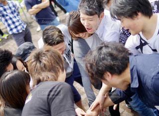 観衆の前で立っている人のグループの写真・画像素材[1294812]