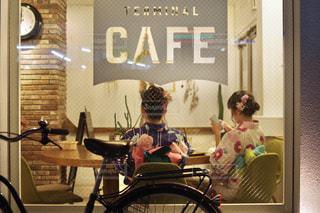 自転車に座っている人々 のグループの写真・画像素材[1446518]