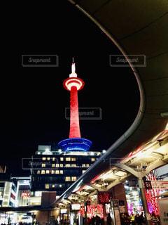 クロック タワーは夜ライトアップの写真・画像素材[1671525]