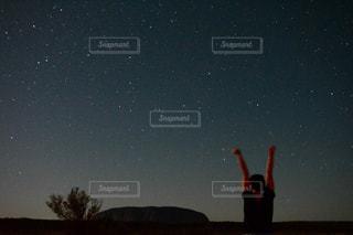 満点の星空の下、のびぃ〜の写真・画像素材[925745]