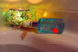 近くのプラスチック製の水ボトル - No.1178415