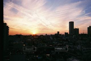 夕暮れ時の都市の景色の写真・画像素材[1233541]