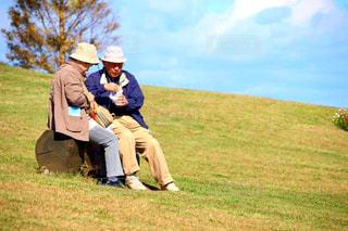 野球場の周りに座って人々 のグループの写真・画像素材[1488857]