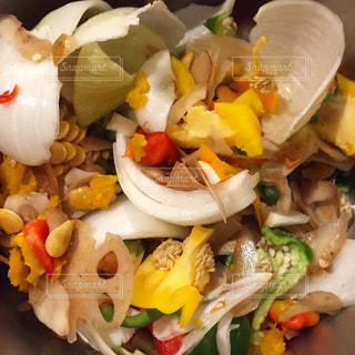 野菜くず、捨てずにスープに!の写真・画像素材[971407]