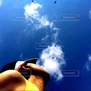 ランニング中に見上げた、夏の空の写真・画像素材[977853]