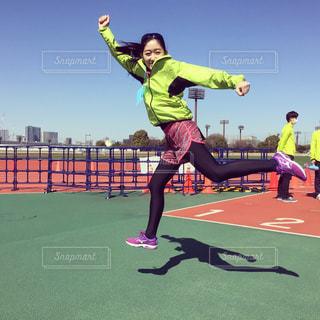 元気にジャンプ&ラン!の写真・画像素材[1811953]