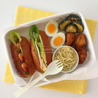 朝のお弁当作りの写真・画像素材[1851573]