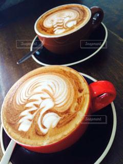 テーブルの上のコーヒー カップの写真・画像素材[947813]