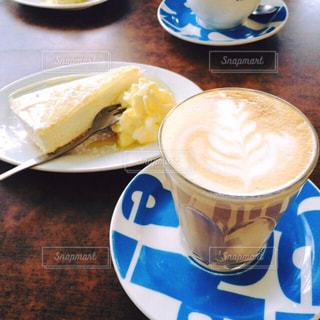 食品とコーヒーのカップのプレート - No.947888