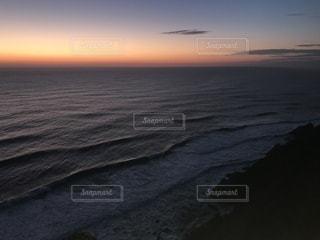 水の体に沈む夕日 - No.963086