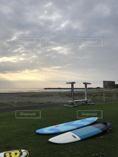 サーフボードとビーチ - No.963320