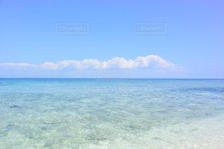 海の横にある水の体 - No.1119030