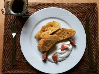 フレンチトーストとコーヒーと。の写真・画像素材[1057802]