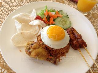 食べ物,食事,朝食,ホテル,ラウンジ,リゾート,インドネシア,バリ,ナシゴレン,ムリア・ヴィラス,ザ・リビングルーム