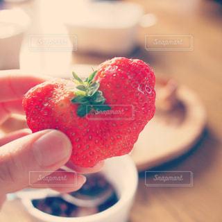 手,いちご,苺,ハート