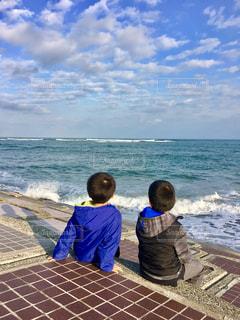 海,後ろ姿,子供