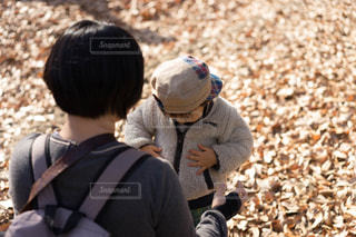 子ども,公園,葉っぱ,母親,赤ちゃん,母,男の子,ママ,1歳児,四季の森