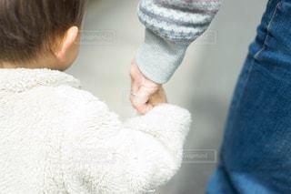 子ども,散歩,手,指,母,男の子,ママ,繋ぐ,お母さん,1歳児