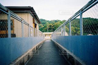 歩道橋の上からの写真・画像素材[721046]