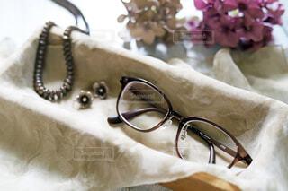 JINSのメガネ、シルバージュエリーにもよく似合うの写真・画像素材[3713129]