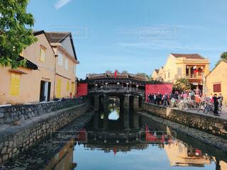 水の上の橋を渡る列車の写真・画像素材[787831]