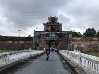 道路の上の石の橋の写真・画像素材[787838]