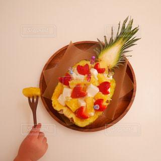 丸ごとパイナップル!の写真・画像素材[1824295]