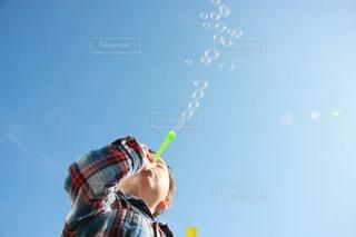 子ども,空,シャボン玉,外,遊び