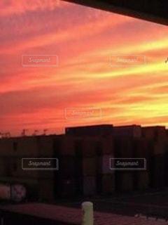 街に沈む夕日の写真・画像素材[957662]