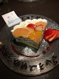 ケーキと皿の上のアイスクリームの写真・画像素材[900141]
