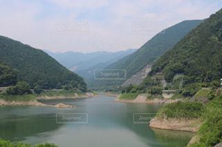 背景の山と水体 - No.766928