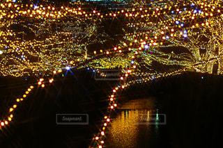 夜のライトアップされた街の写真・画像素材[930308]