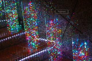 夜ライトアップされたクリスマス ツリーの写真・画像素材[939857]