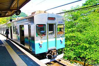 旅客列車が駅に停止の写真・画像素材[1159330]