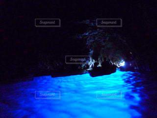 非常に暗い水の写真・画像素材[1200711]