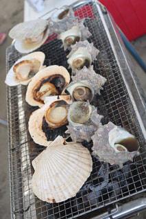 グリルの上に食べ物の写真・画像素材[1205862]