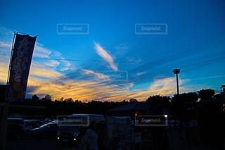 街に沈む夕日の写真・画像素材[1232661]