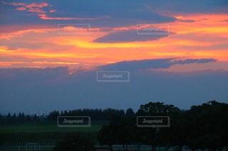 空,夕日,雲,夕焼け,オレンジ,土手