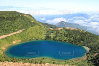 観水と背景の山の写真・画像素材[1403877]
