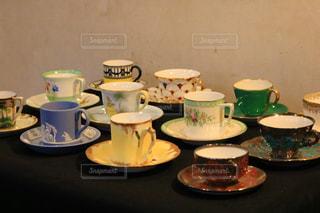 テーブルの上のコーヒー カップの写真・画像素材[1538082]