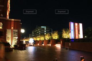 夜の街の景色の写真・画像素材[1562064]