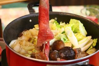 板の上に食べ物のボウルの写真・画像素材[1693616]