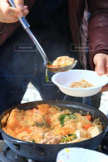 ボウルに料理女の写真・画像素材[1693617]