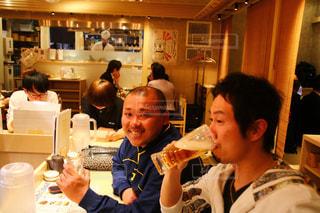 男性,人物,グラス,ビール,乾杯,ドリンク,友人