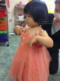 ピンクのドレスの女の子の写真・画像素材[866296]