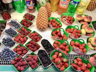 食べ物,赤,カラフル,鮮やか,いちご,フルーツ,果物,ブルーベリー,旅行,フランス,パリ,くだもの,果実,パイナップル,マーケット,Paris,red,strawberry,ストロベリー,スーパー,colorful,ラズベリー,trip,France,フレッシュ,market,raspberry,pineapple,blueberry,super