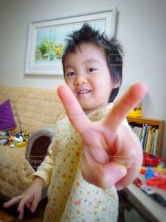 女の子の赤ん坊を保持の写真・画像素材[789105]